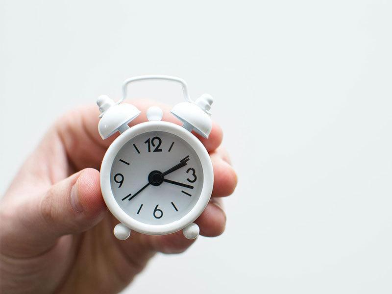 A White Clock - Airbnb Response Time - Zeevou
